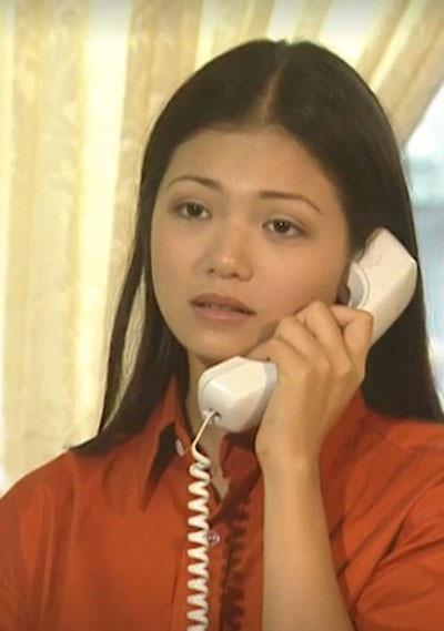 Cô sinh viên trường báo chí xinh đẹp, tốt bụng và cũng dễ tin người.