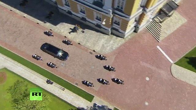 Chở ông Putin từ tới Điện Kremlin, chiếc limousine tổng thống mới nằm trong dự án Kortezh đầy tự hào của Nga.
