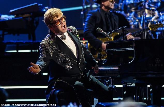 Nam ca sĩ gạo cội Elton John (71 tuổi)