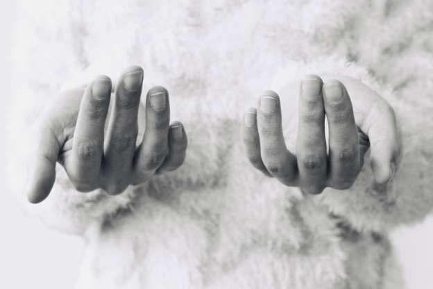 Xấu xí không phải là hậu quả duy nhất của việc cắn móng tay. Thói quen này thậm chí có thể đe dọa tính mạng của bạn.