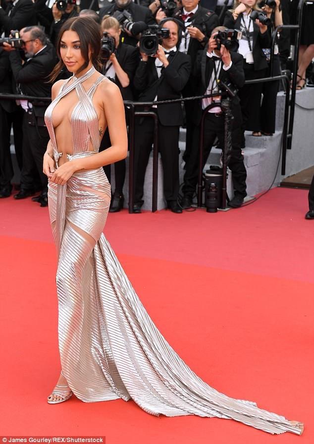 Hot girl mạng xã hội Chantel Jeffries quyến rũ dự khai mạc LHP Cannes