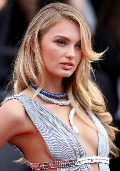 Xuất hiện trong ngày khai mạc LHP Cannes còn có siêu mẫu Victorias Secret Romee Strijd