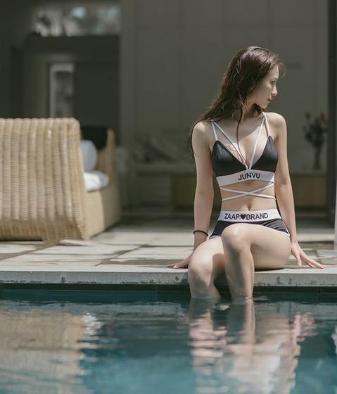 Jun Vũ được biết tới là một hot girl và diễn viên điện ảnh. Cô định cư tại Thái Lan từ năm 15 tuổi và nổi tiếng ngay tuổi thiếu niên khi là người mẫu cho nhiều thương hiệu thời trang lớn ở Thái Lan. Cô được cư dân mạng gọi bằng nickname hot girl trà sữa.