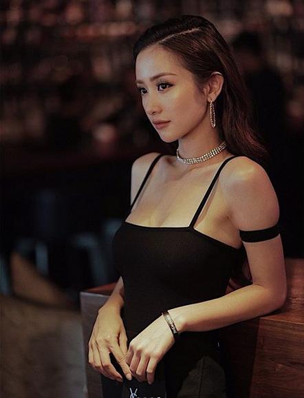 Khi fans bày tỏ không hài lòng vì Jun Vũ nâng ngực, cô tự tin khẳng định: Chị thích chị của bây giờ.