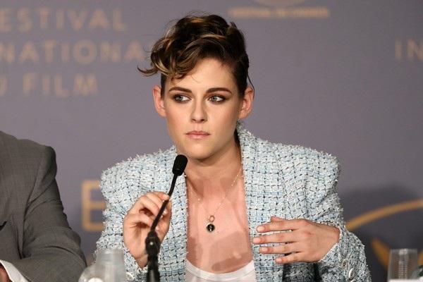 Kristen Stewart dự họp báo trong ngày khai mạc LHP Cannes năm 2018