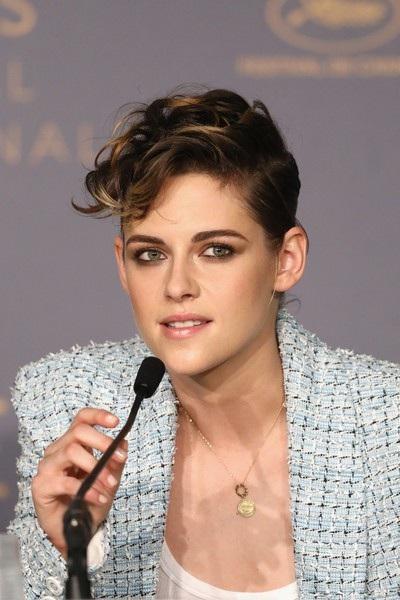 Nữ diễn viên 28 tuổi diện áo vest chỉn chu của Chanel