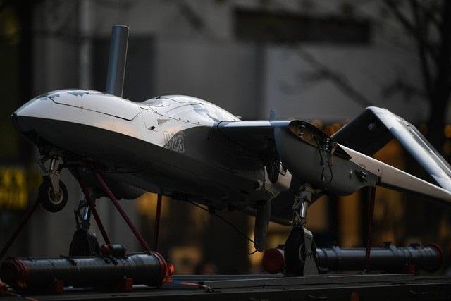 Máy bay chiến đấu không người lái Korsar xuất hiện tại cuộc diễn tập ở Moscow (Ảnh: Reuters)