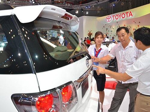 Xe trong nước tăng giá, xe nhập khó về, người tiêu dùng đang không còn tin giá xe sẽ rẻ dù cho thuế nhập xe từ ASEAN đã về 0%