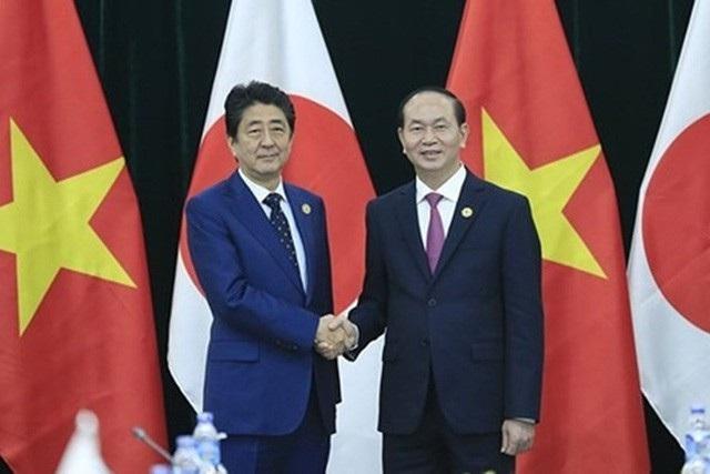 Hai nhà lãnh đạo cho rằng chuyến thăm cấp nhà nước của Chủ tịch nước Trần Đại Quang là sự kiện chính trị rất quan trọng vào dịp kỷ niệm 45 năm thiết lập quan hệ ngoại giao Việt Nam - Nhật Bản.