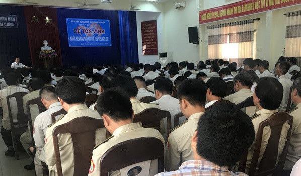 UBND quận Hải Châu (Đà Nẵng) họp lực lượng kiểm tra quy tắc đô thị sau khi một học sinh gửi tâm thư cho Chủ tịch TP, tố cán bộ quy tắc vòi tiền