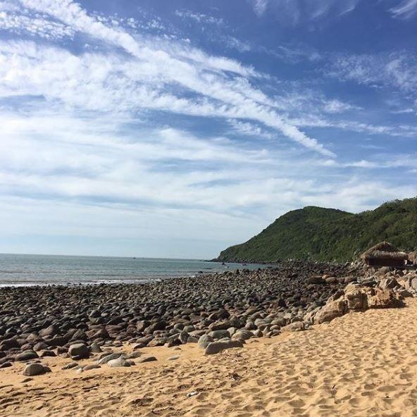 Nằm cách Thanh Hóa khoảng 60km, nên Bãi Đông là điểm du lịch lý tưởng cho những chuyến nghỉ ngơi ngắn ngày của khách du lịch miền Bắc. Ảnh: @mazatran