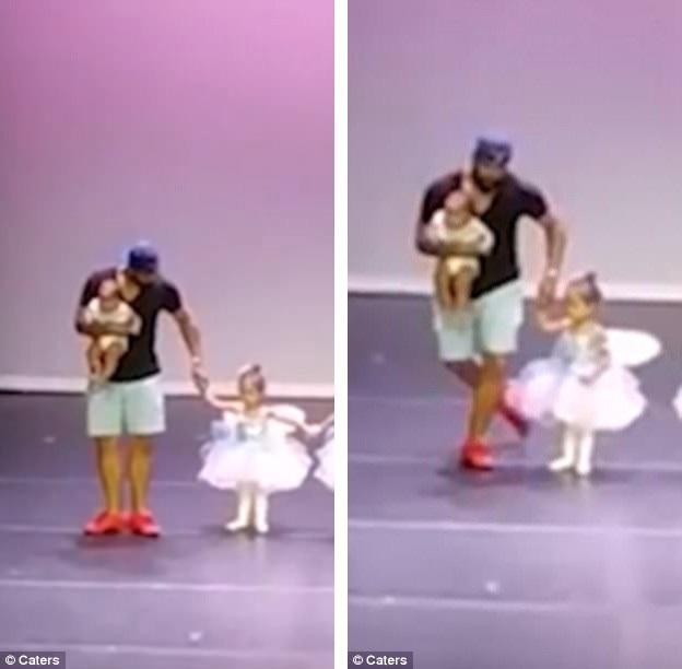 Kết thúc tiết mục biểu diễn múa ba-lê đầu tiên trên sân khấu của cả… cha và con, anh Marc nhún chào... duyên dáng.