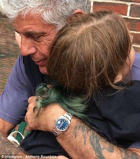 Anthony Bourdain từng kết hôn 2 lần và có 1 con gái năm nay 11 tuổi tên là Ariane (ảnh) - người mà ông coi là lẽ sống của cuộc đời.