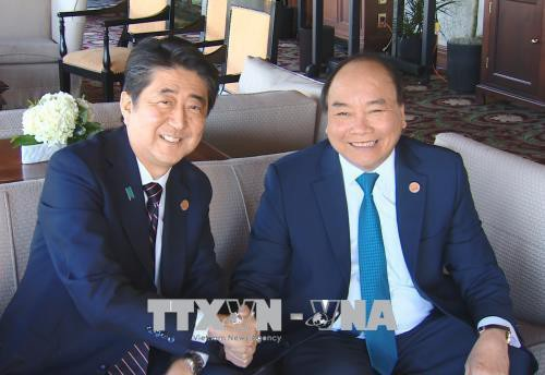 Thủ tướng Nguyễn Xuân Phúc và Thủ tướng Nhật Bản Shinzo Abe (ảnh: TTXVN)