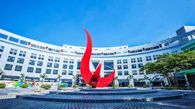 Thành lập năm 1991, Đại học Khoa học Công nghệ Hồng Kông là một đại học trẻ tuổi và danh tiếng vì đã nhanh chóng vươn đến uy tín toàn cầu, liên tục được xếp hạng cao trong nhiều ngành khoa học khác nhau, và nghiên cứu chất lượng cao.