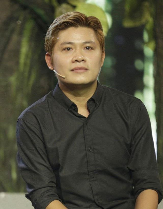 """Nhạc sĩ Nguyễn Văn Chung - nhạc sĩ """"Nhật ký của mẹ"""" chia sẻ, anh từng bị người bạn là một nghệ sĩ rất thân, coi nhau như anh em lừa đổi một tài sản không có giá trị pháp lý, giá trị không cao để lấy 1,6 tỷ tiền mặt của anh."""