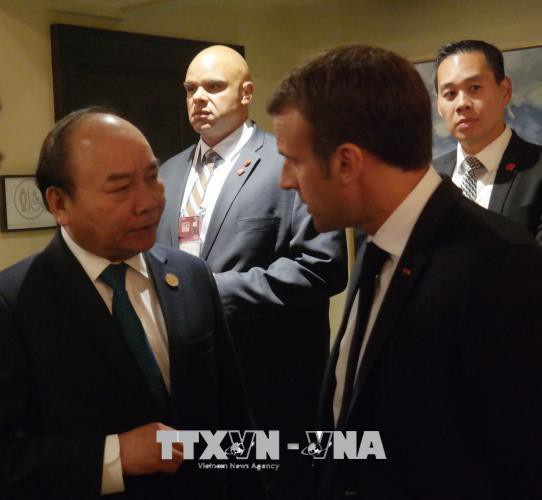 Thủ tướng Nguyễn Xuân Phúc gặp Tổng thống Pháp Emmanuel Macron (ảnh: TTXVN)