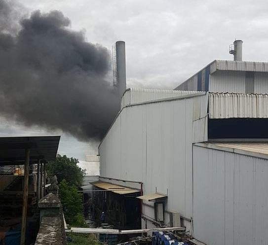 Cột khói bốc lên sau tiếng nổ lớn.