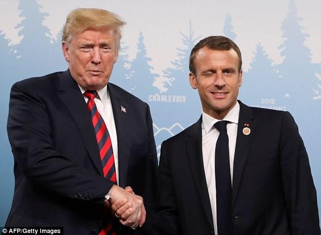Hai nhà lãnh đạo Pháp, Mỹ nhiều lần bắt tay tại thượng đỉnh G7 năm nay (Ảnh: AFP)