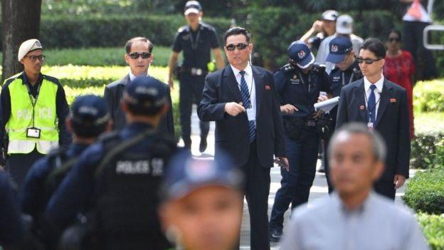 Lực lượng vệ sĩ trước khách sạn nơi ông Kim lưu trú (Ảnh: Getty)