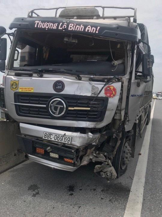 Chiếc xe tải bị nổ lốp mang BKS 88C-06969 được cho là nguyên nhân dẫn tới sự việc.