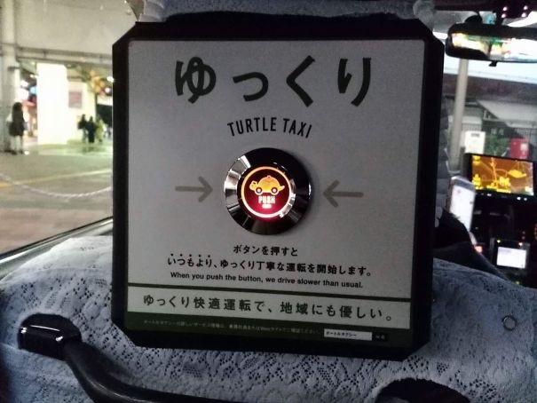Trên một số taxi tại Nhật Bản được trang bị thêm nút bấm đặc biệt để hành khách có thể bấm và nhắc nhở tài xế đi chậm lại