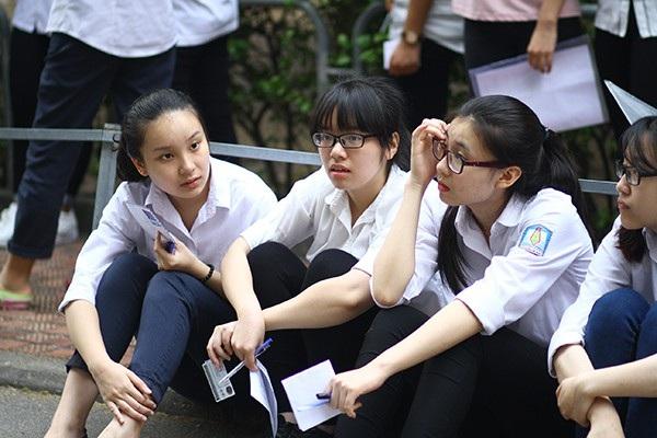 Học sinh đang căng mình - chuẩn bị một kỳ thi vượt vũ môn
