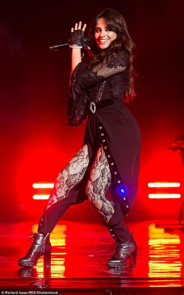 Vốn nổi tiếng là người ăn mặc kín đáo, Camila Cabello gây bất ngờ khi diện đồ ren xuyên thấu gợi cảm