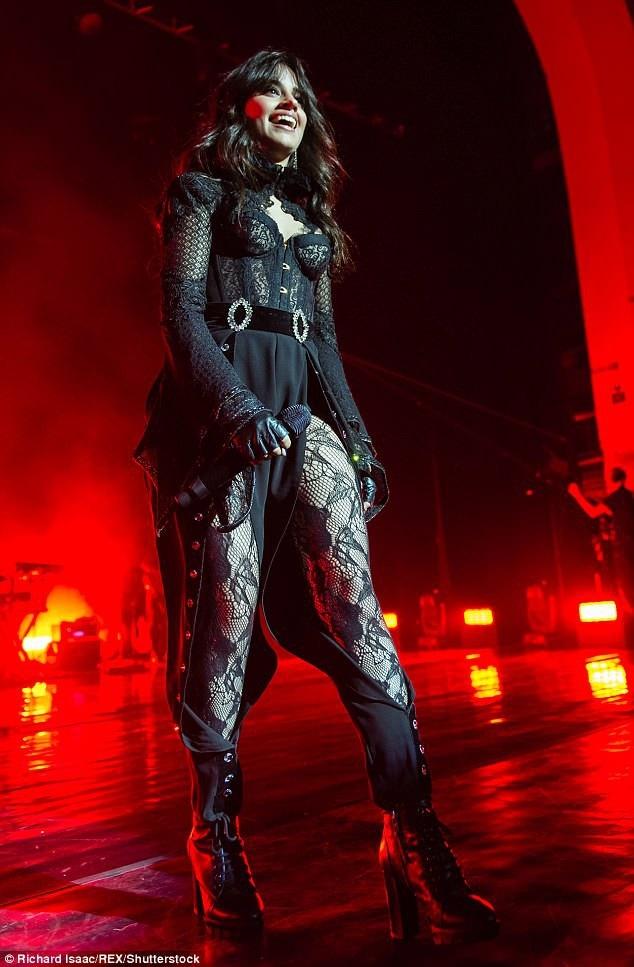 Camila Cabello, 21 tuổi được coi là công chúa nhạc Pop thế hệ mới. Cô có album đầu tay Camila ra mắt cách đây ít tháng giành vị trí thứ 1 bảng xếp hạng Billboard 200