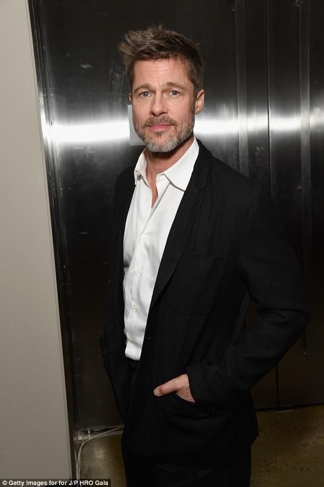 Brad Pitt muốn các con ở lại Los Angeles, Mỹ vào mùa hè năm nay để anh tiện thăm nom và gặp gỡ các con.