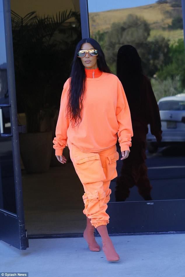 Chiẹm cô Kim cũng thường mặc đồ do Kanye thiết kế