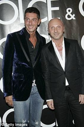 Domenico Dolce và Stefano Gabbana là 2 nhà thiết kế nổi tiếng nước Ý. Khối tài sản của họ ước chừng hơn 4 tỷ USD. Khách hàng VIP của họ có Kylie Minogue, Tom Cruise và Brad Pitt.