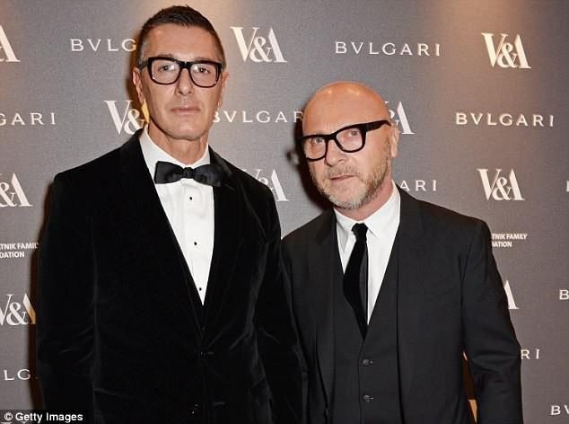 Bộ đôi 2 Nhà thiết kế nổi tiếng của nhãn hiệu Dolce & Gabbana vốn nổi tiếng với nhiều phát ngôn gây tranh cãi. Dolce từng tuyên bố những đứa trẻ sinh ra phải có bố mẹ và ông không cảm thấy thuyết phục bởi những đứa trẻ chào đời bằng phương pháp thụ tinh ống nghiệm