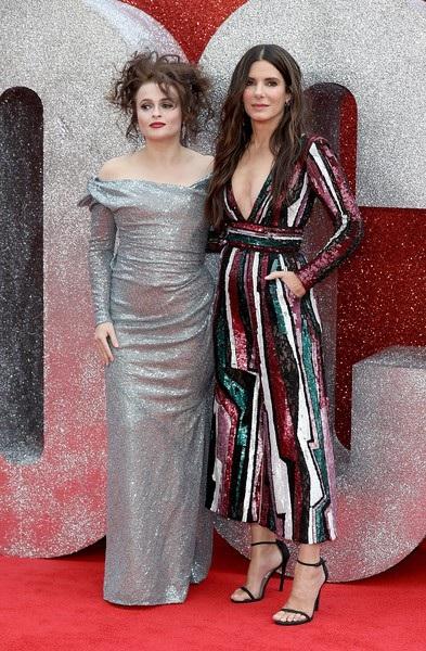 Sandra Bullock và đồng nghiệp Helena Bonham Carter trên thảm đỏ