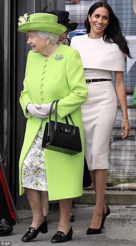 Cựu diễn viên Meghan Markle rạng rỡ hộ tống Nữ hoàng Anh dự sự kiện ngày 13/6 vừa qua