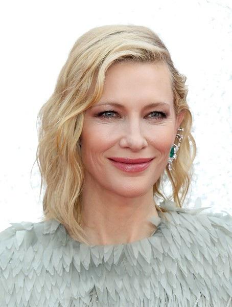 Cate Blanchett tươi trẻ dự công chiếu phim Oceans 8 tại London, Anh quốc ngày 13/6 vừa qua