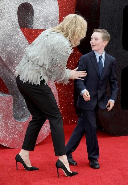 Nữ diễn viên nổi tiếng nước Úc bất ngờ đưa con trai Ignatius cùng dự sự kiện
