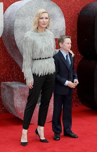 Cate Blanchett sở hữu làn da rất đẹp nên cô từng được chọn làm gương mặt quảng cáo của mỹ phẩm SKII
