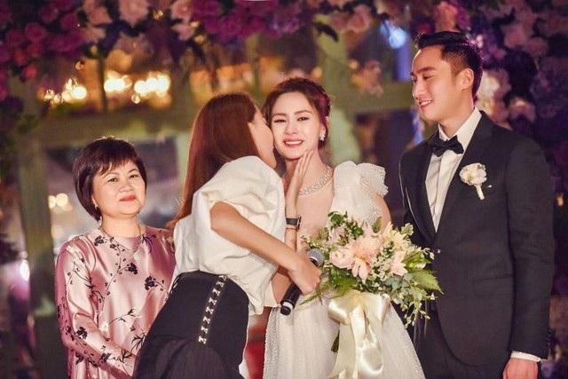Những giọt nước mắt hạnh phúc của Chung Hân Đồng trong đám cưới tại Mỹ.