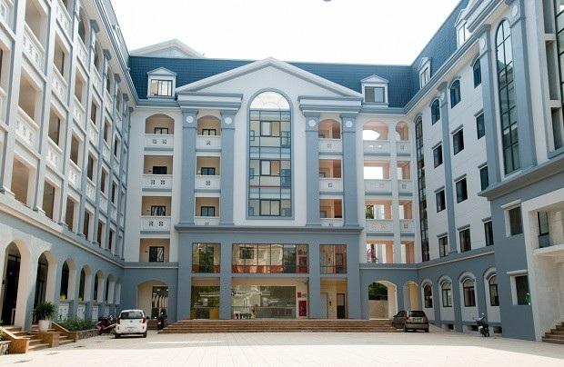 Cơ sở mới của Trường Tiểu học và THCS FPT tọa lạc tại trung tâm quận Cầu Giấy, Hà Nội có khả năng đáp ứng đào tạo 2.000 học sinh.