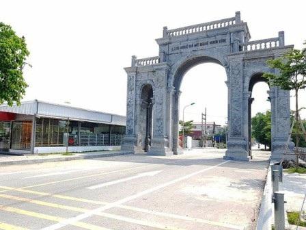 Cổng làng Ninh Vân được xây hoành tráng chủ yếu bằng tiền ngân sách.(Ảnh: dantri.com.vn)