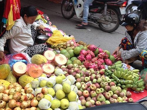 Rau quả Trung Quốc, Thái Lan vẫn cấp tập vào Việt Nam dù giữa mùa cao điểm hoa trái Việt.