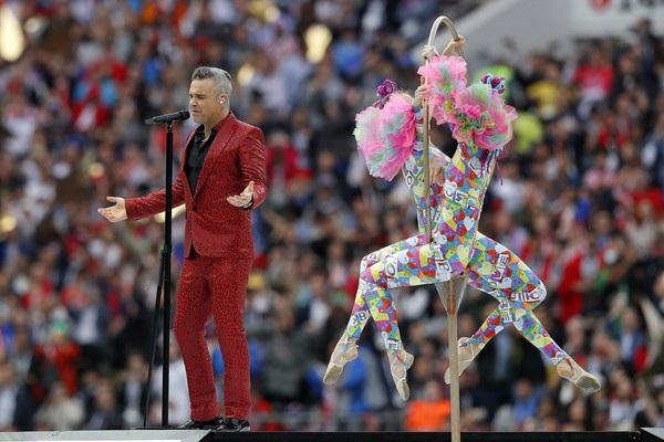 Robbie Williams trình diễn tại World Cup năm naymang theo nhiều bản hit trong đó có Let Me Entertain You, Angels