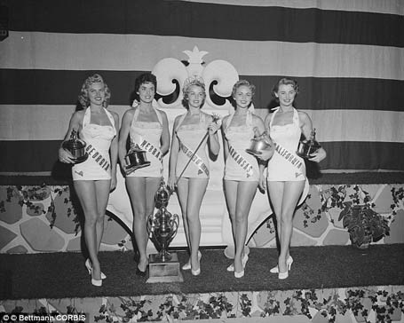 Các thí sinh năm 1955.