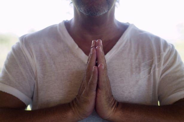 Người theo tôn giáo sống lâu hơn 4 năm so với những người không có tôn giáo? - 1