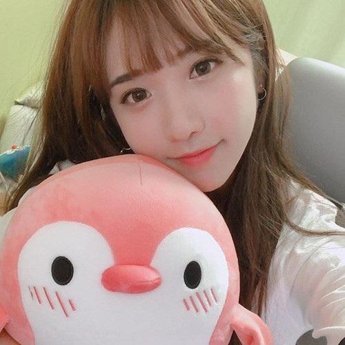 Hot girl Hàn Quốc livestream vài phút kiếm được gần 70 triệu đồng - 3