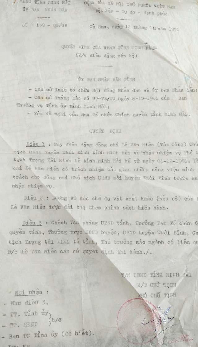 Năm 1991, ông Lê Thành Công đã được điều về tỉnh. Tuy nhiên, năm 1993 lại có tên ông này ký vào sổ đỏ cấp cho ông Lịnh là điều bất thường.