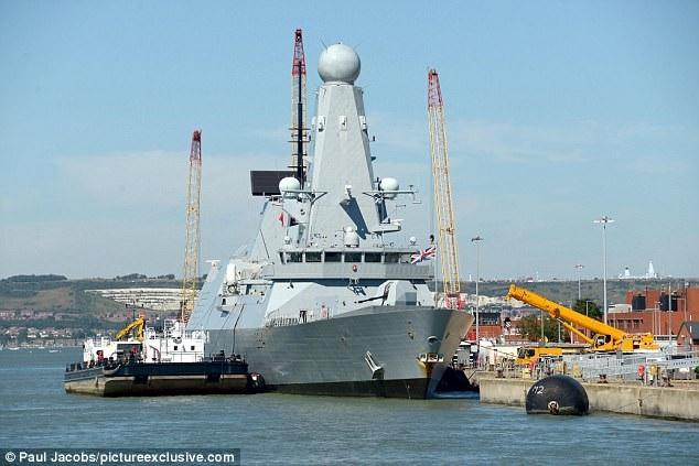 Tàu chiến HMS Diamond của Hải quân Anh (Ảnh: Dailymail)