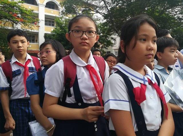 Thí sinh dự thi vào lớp 6 Trường THPT chuyên Trần Đại Nghĩa (ảnh Hoài Nam) 