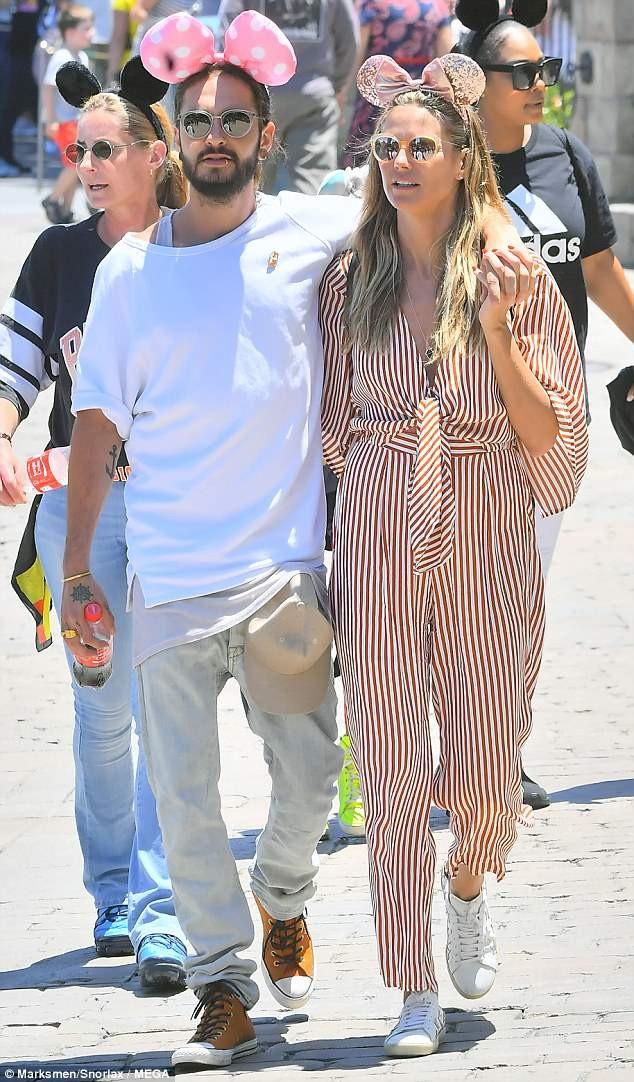 Heidi Klum, 45 tuổi và bạn trai Tom Kaulitz, 28 tuổi đi chơi cùng nhau tại Disneyland ngày 17/6 vừa qua
